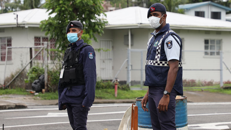 Police arrest 2 men for not wearing masks and 4 non-essential business operators for breaching health restrictions